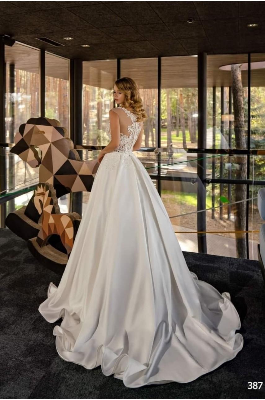 """Kolekcja """"Flame"""" 2020, Suknia Ślubna model 387"""